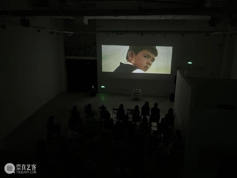 闭幕!《收获月影的季节》获得第二届新疆青年影展最受欢迎影片 新疆 青年 影展 影片 收获月影的季节 高台 本土 单元 短片 纪录片 崇真艺客