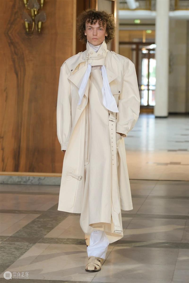 【IFA-时尚资讯】Mark Kenly Domino Tan   极简之中包裹着复杂 极简 IFA 资讯 Mark 丹麦 时装 设计师 品牌 迪奥 巴黎世家 崇真艺客