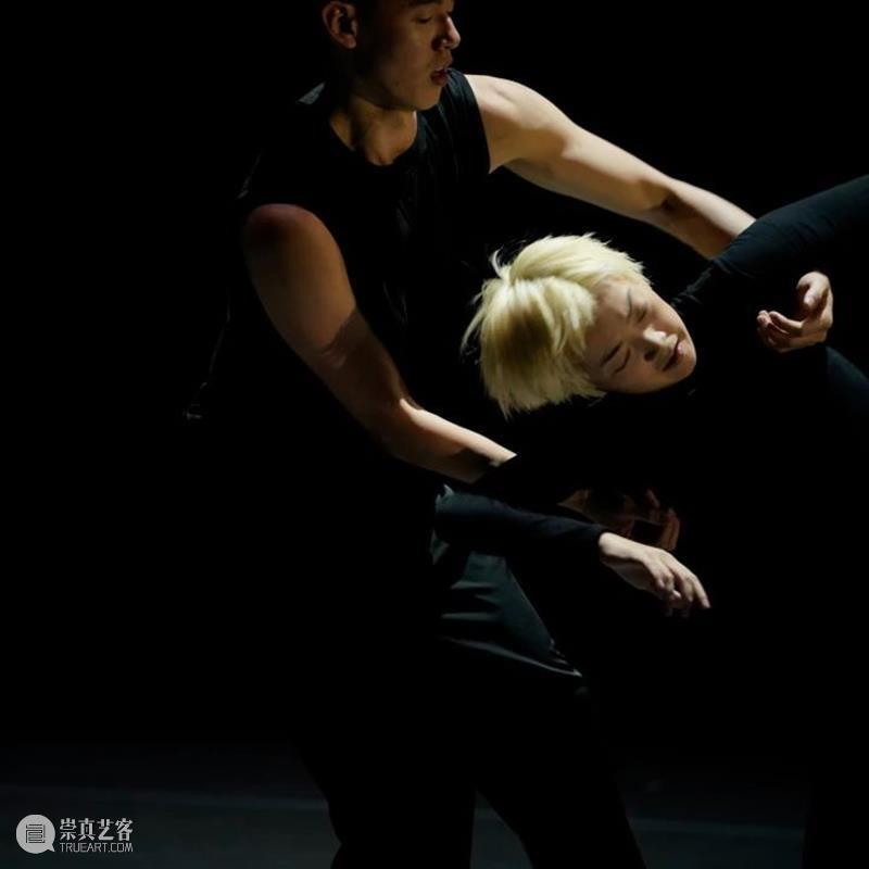 国舞剧场委约《自言自语》首演 以舞蹈触摸文学与现实的边界 自言自语 舞蹈 文学 现实 边界 国舞剧场委 上海国际舞蹈中心 剧场 青年 平台 崇真艺客