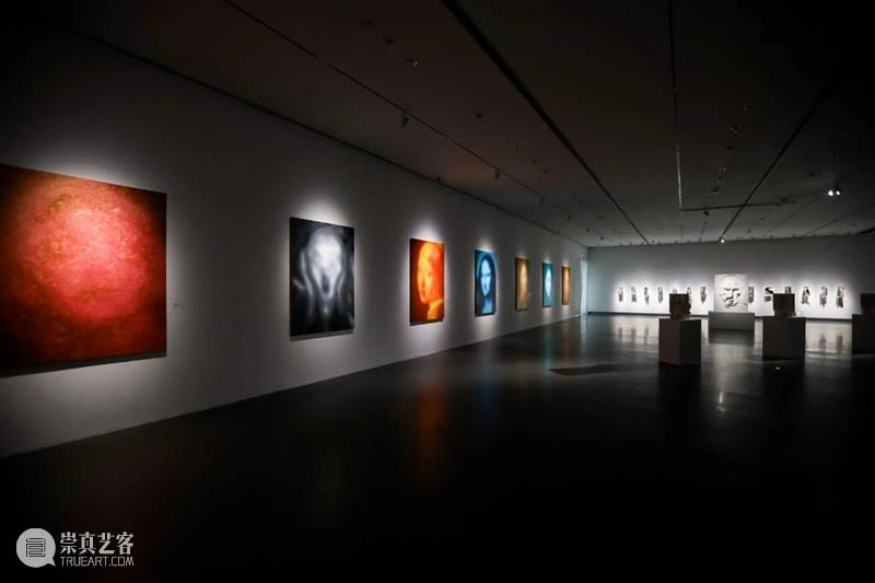 逆光:石海涛作品展今日正式开展! 逆光 石海涛 作品展 上海 宝龙美术馆 艺术家 个人 作品 系统 多年来 崇真艺客
