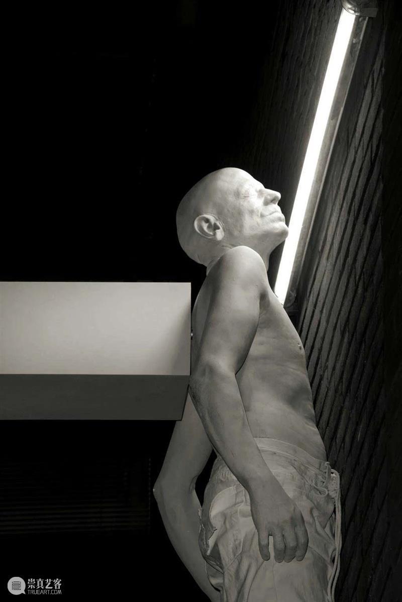 同行/没有人能直视强光 | Bernardí Roig Bernardí 同行 强光 Roig 西班牙 艺术家 作品 雕塑 灯光 装置 崇真艺客