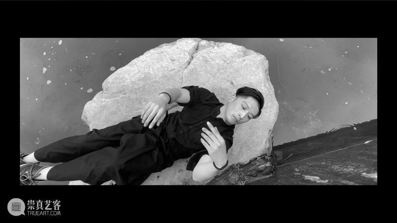 双年展特辑|王亚彬配音、为视/听障人群而作的无障碍版舞蹈影像,感受言语与肢体之《合》 视频资讯 国舞剧场 双年展 王亚彬 舞蹈 影像 听障 人群 肢体 言语 特辑 作品 崇真艺客