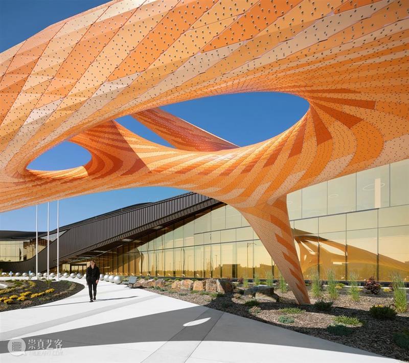 警察局前的橙色雕塑 雕塑 橙色 警察 中国 艺术 CPA 门户 北京中城雕艺术设计院 中国建筑文化中心公共艺术部联合主办 全球 崇真艺客