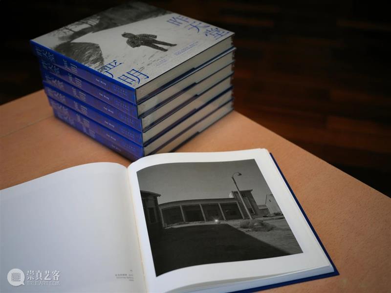 摄影家严明新作!108幅从未正式结集发表的摄影作品尽收一册 作品 摄影家 新作 编者按 侯登科 纪实摄影 法国 才华 基金 诗人 崇真艺客