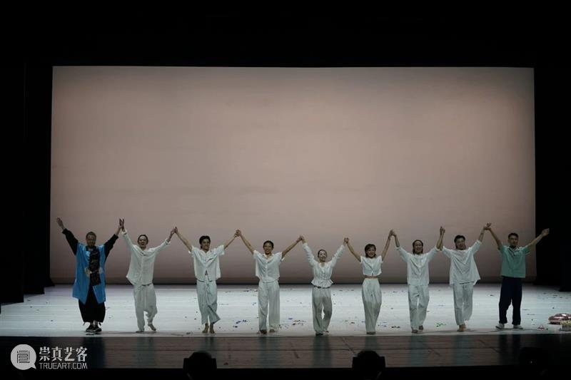 《卡冈图亚》首演|今夜在黑白交错之间,用肢体探索生命与时间的意义 时间 生命 之间 肢体 意义 卡冈图亚 今夜 黑白 Before 概念 崇真艺客
