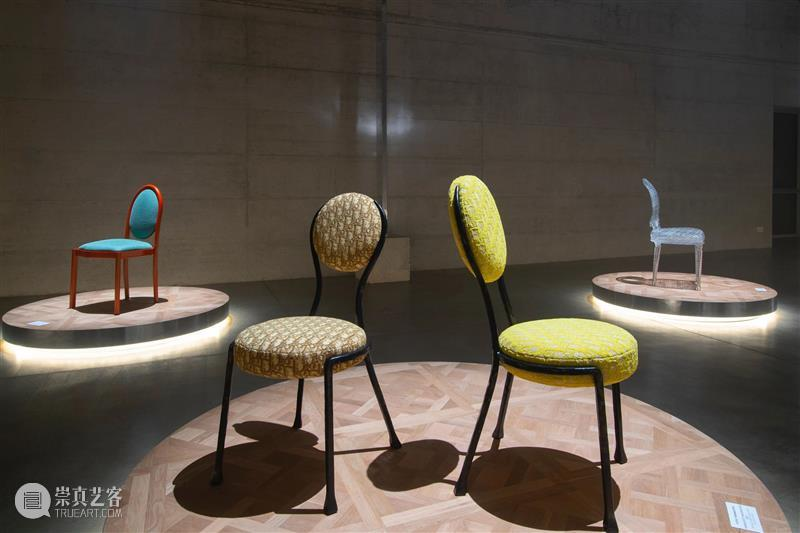 展览现场   THE DIOR MEDALLION CHAIR 现场 米兰 Dior 全球 艺术家 设计师 法国 时装 品牌 以来 崇真艺客