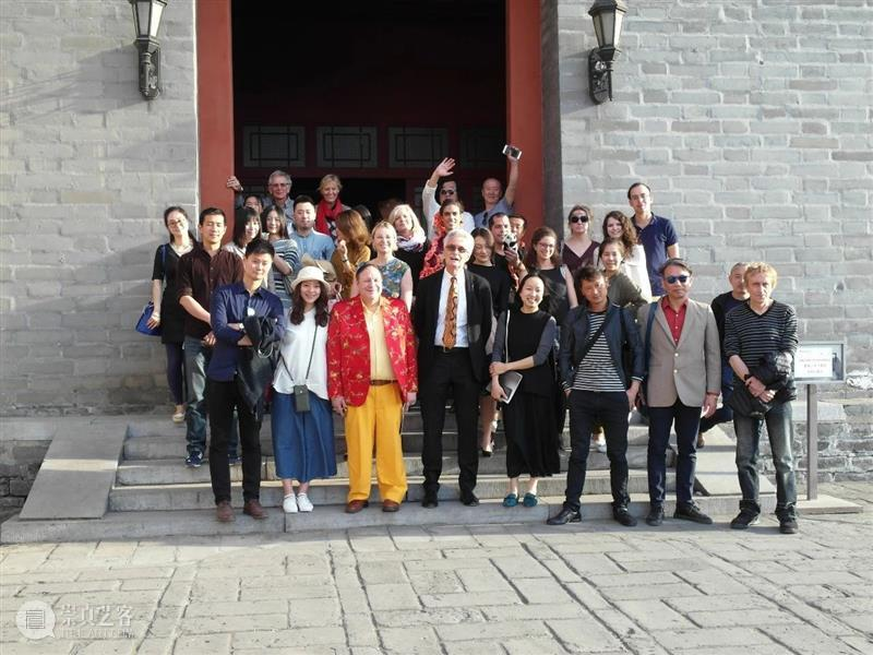 30周年   Reg Newitt - It was in 1995 that I first went to China Reg Newitt was 二维码 红门画廊 时间轴 记忆 experiences Dyer for 崇真艺客
