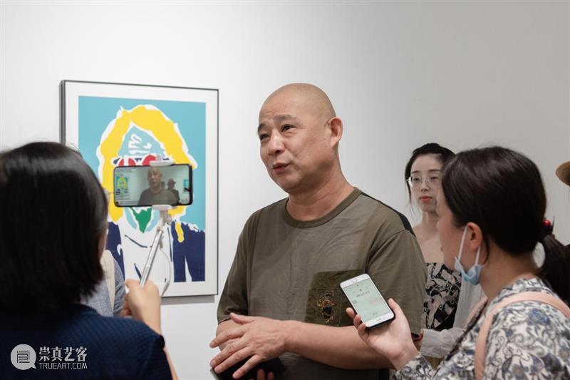现场| 方力钧与郭伟的版画肖像 崇真艺客
