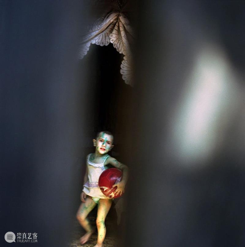 SCôP Exhibition   雷娜·阿芬第:摄影传达尊严,而不是痛苦 雷娜 阿芬第 尊严 Effendi 阿塞拜疆 摄影师 特兰西瓦尼亚 草地 Transylvania Pictet 崇真艺客