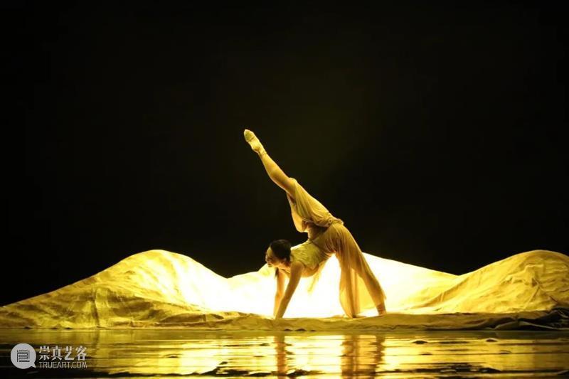 《黄河》之水天上来!张继钢大型舞蹈史诗,颠覆你的想象! 黄河 天上 舞蹈 张继钢 史诗 地面 舞台 方式 声音 力量 崇真艺客