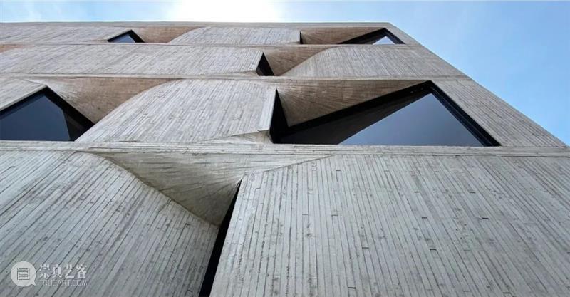 陷入混凝土的窗,'孔洞'公寓/YOUNG & AYATA + MichanArchitecture Architecture 公寓 孔洞 混凝土 项目 墨西哥城 City 住宅 卧室 停车场 崇真艺客