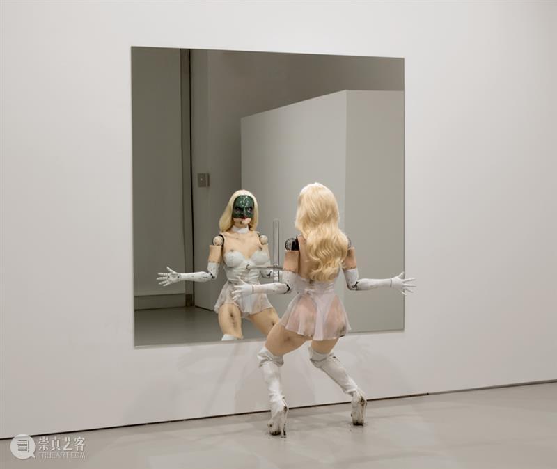 今日生日 | 乔丹·沃尔夫森(Jordan Wolfson) 乔丹 Wolfson 沃尔夫森 Jordan 生日 沃尔夫森Jordan 上图 女性角色 彩绘雕塑 艺术家 崇真艺客