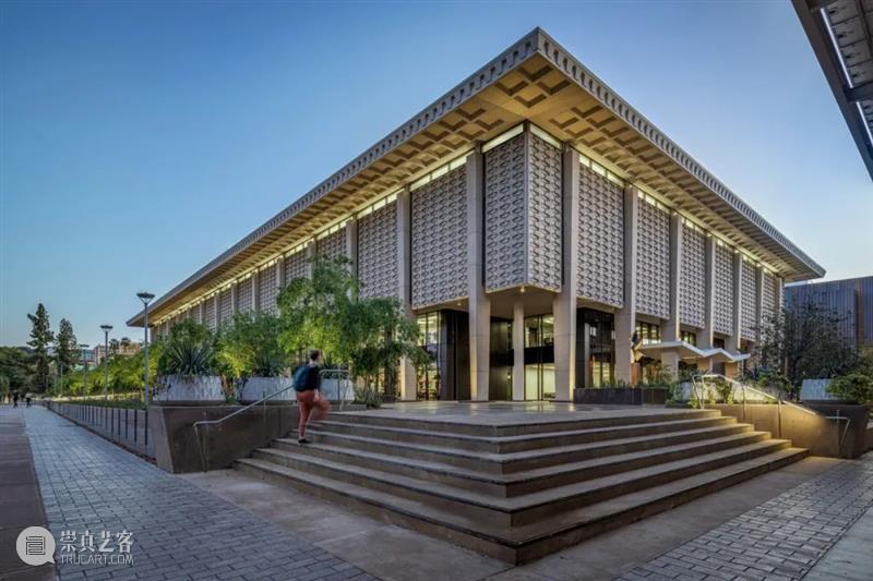 亚利桑那州立大学海登图书馆改造 / Ayers Saint Gross 亚利桑那州立大学海登图书馆 美国亚利桑那州立大学 坦佩市 校区 中心地带 改造后 海登图书馆 学生 如今 美国 崇真艺客