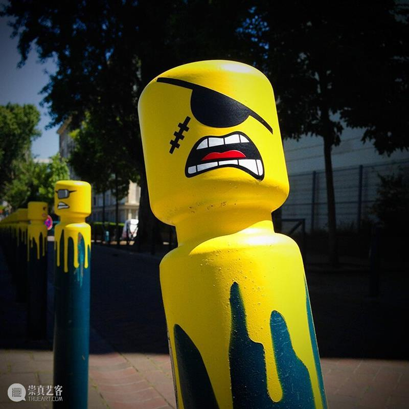 """""""愤怒的乐高""""走上了法国街头  中国公共艺术网 法国 乐高 街头 中国 艺术 CPA 门户 北京中城雕艺术设计院 中国建筑文化中心公共艺术部联合主办 全球 崇真艺客"""