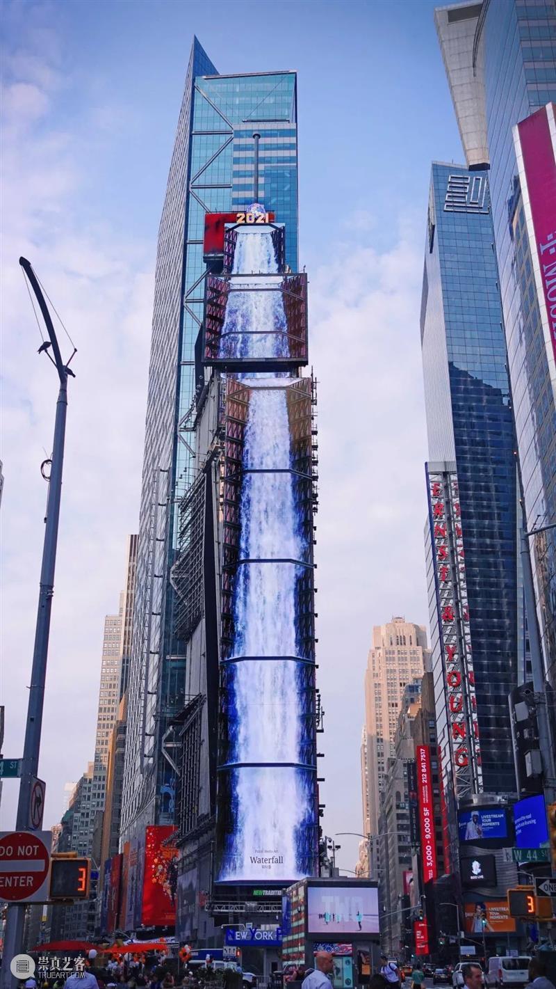 """从天而降!纽约时代广场惊现100多米的数字瀑布、""""巨型蓝鲸"""" 数字 纽约时代广场 瀑布 蓝鲸 艺术 巨浪 最近 韩国 团队 strict 崇真艺客"""