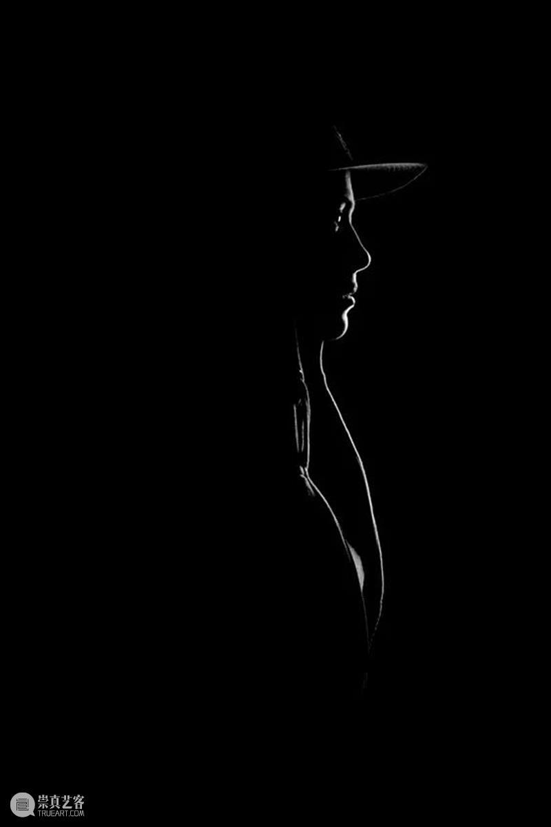 100幅经典的女性黑白照,每一幅都美得令人心醉(下) 女性 经典 黑白照 Ins chufy 黑白 carmen dellorefice 影棚 岁月 崇真艺客